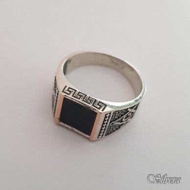 Sidabrinis žiedas su aukso detalėmis ir oniksu Z183; 23 mm 2