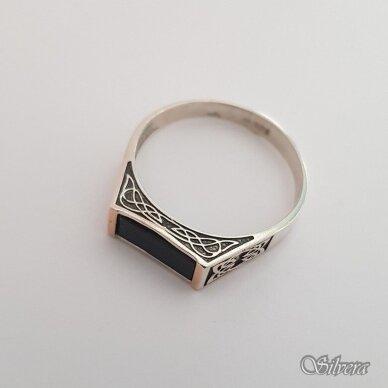 Sidabrinis žiedas su aukso detalėmis ir oniksu Z185; 23 mm 2