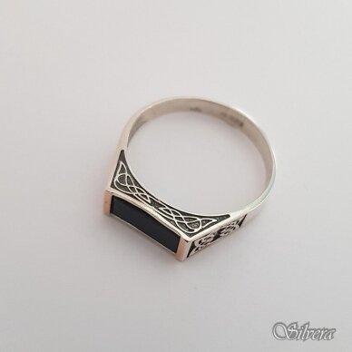 Sidabrinis žiedas su aukso detalėmis ir oniksu Z185; 24 mm 2
