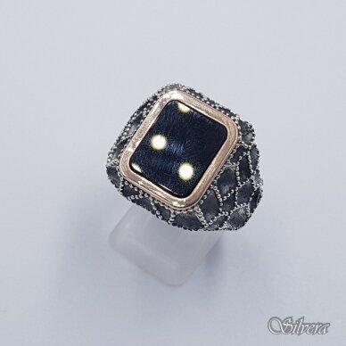 Sidabrinis žiedas su aukso detalėmis ir oniksu Z204; 22 mm 2