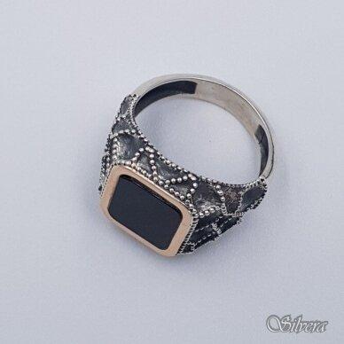 Sidabrinis žiedas su aukso detalėmis ir oniksu Z234; 21 mm 2