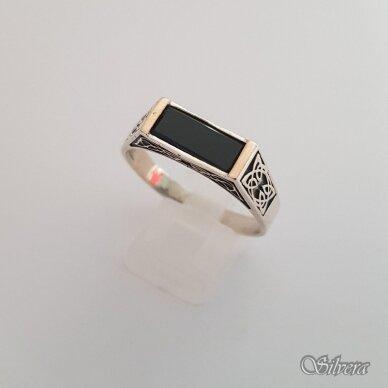 Sidabrinis žiedas su aukso detalėmis ir oniksu Z234; 21,5 mm