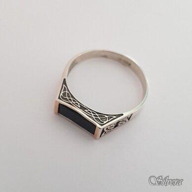 Sidabrinis žiedas su aukso detalėmis ir oniksu Z234; 21,5 mm 2