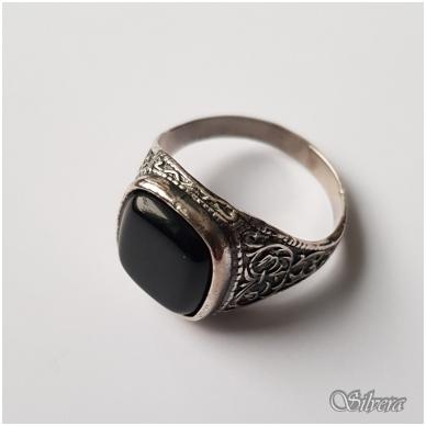 Sidabrinis žiedas su oniksu Z050; 21,5 mm 2